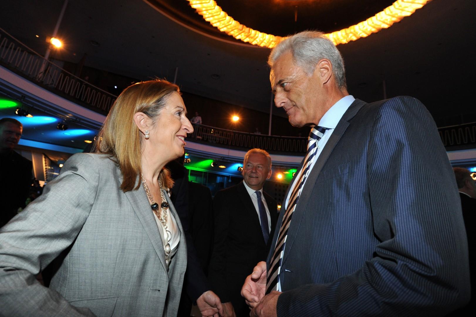Ana Pastor, ministra de Fomento y su homólogo alemán, Peter Ramsauer, en la presentación de InnoTrans 2012. Foto: InnoTrans.