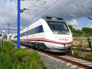 Intercity serie 121 de Renfe en Roda de Barà. Foto: MZC.