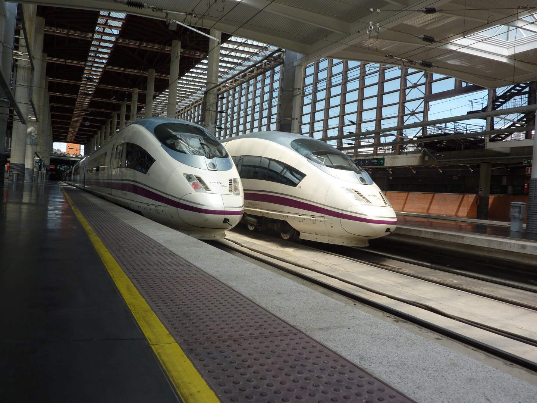 Trenes 103-016 y 103-009 en Puerta de Atocha. Foto: Miguel Bustos.
