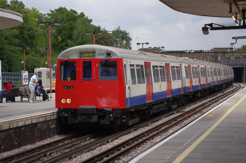 Tren de la serie A del metro de Londres en Harrow-On-The-Hill. Foto: Joshua Brown