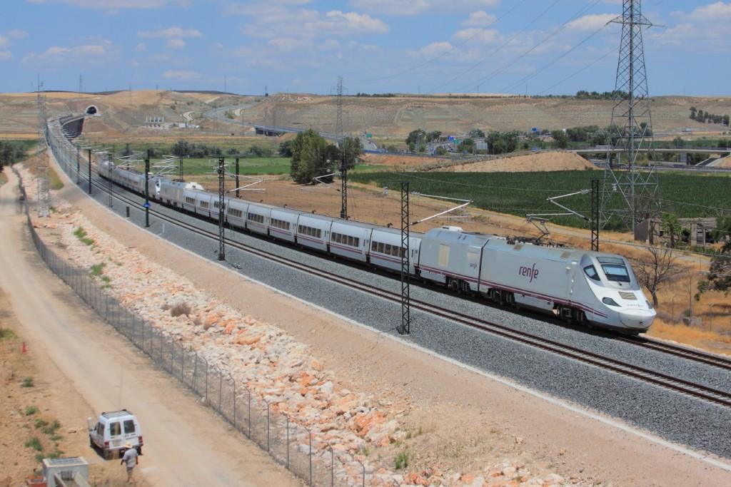 El PITIVI propone una integración de la red de alta velocidad con la convencional, como el servicio prestado por esta doble de 730 pasando por Aranjuez con el Galicia-Alicante. Foto: Andrés Gómez.