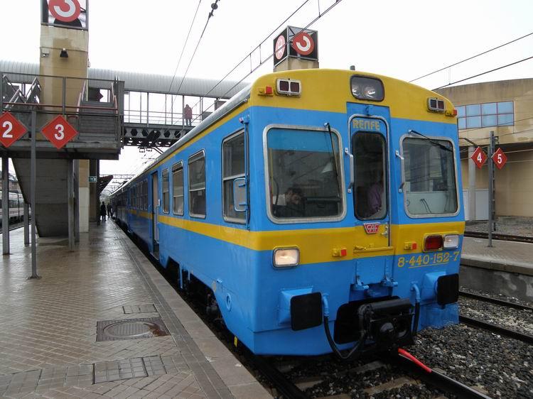 La 440-096, que hará por primera vez el Tren de las Gachas, en la estación de Villalba durante el primer viaje del Río Eresma. Foto: © Vía Libre
