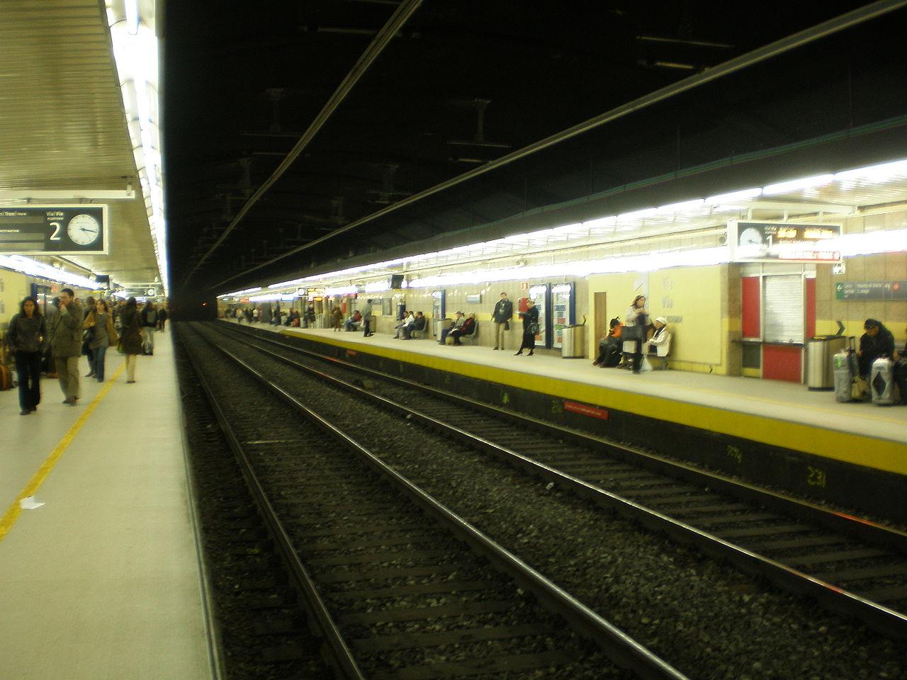 Andenes de la estación de Passeig de Gràcia. Foto: JT Curses.