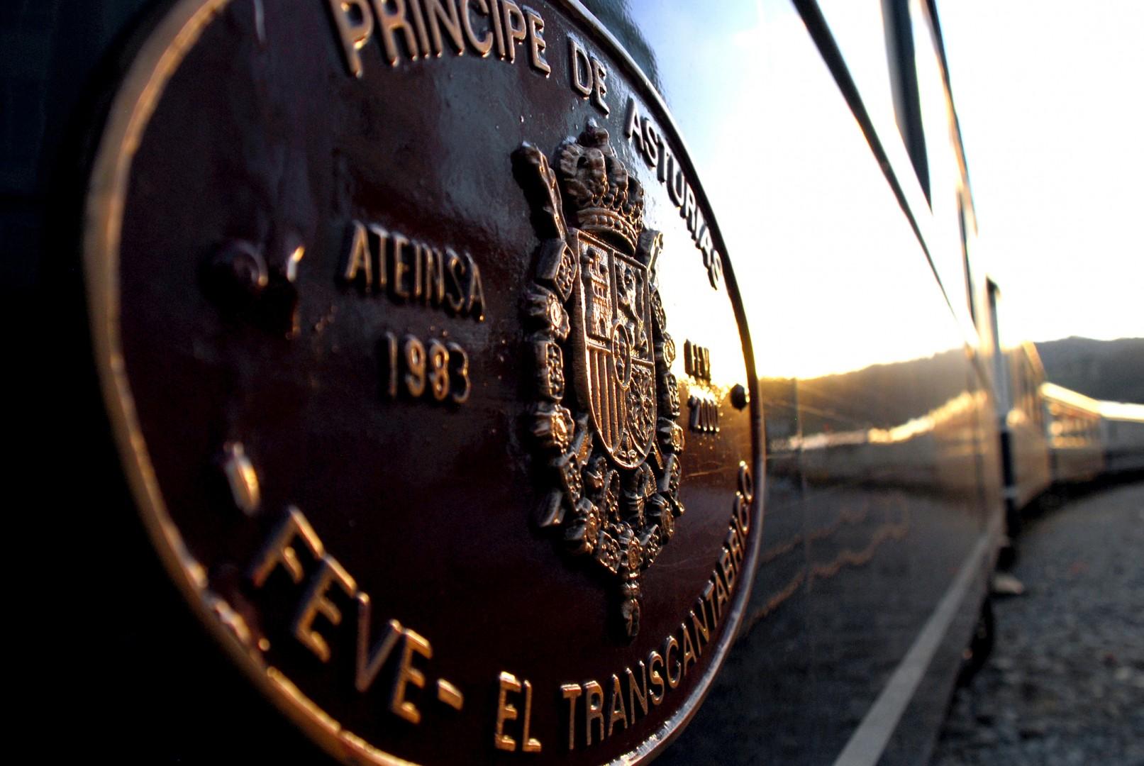 Placa de uno de los coches del Transcantábrico de Feve en la estación de Viveiro. Foto: David.