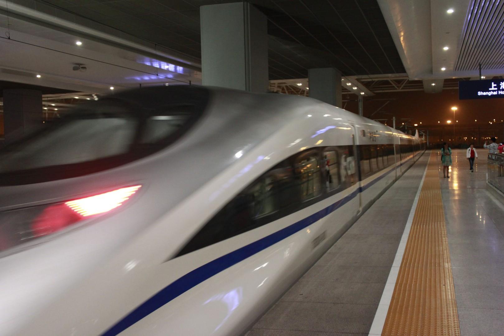 Tren de la serie CHR380A saliendo de Shanghai-Hongqia. Foto: Jucember.
