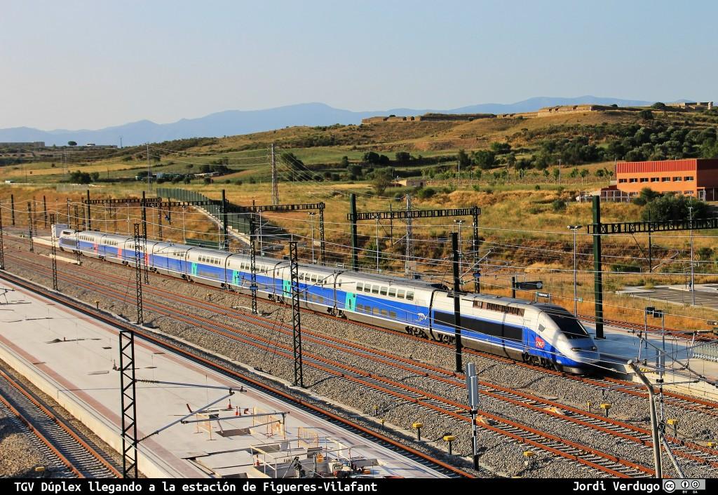 TGV Duplex en la estación de Adif en Figueras Vilafant, que permitirán llegar a París enlazando con el nuevo AVE a Gerona y Figueras. Foto: Jordi Verdugo
