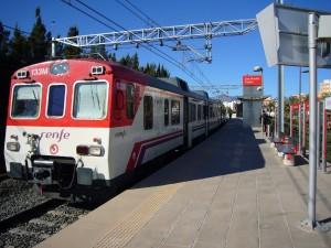 592 de Cercanias prestando servicio en la C-3, que volverá a llegar a Valencia Nord. Foto: Dilema.