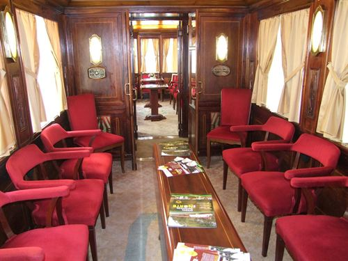 Interior de uno de los trenes turísticos de FEVE. Foto: © FEVE.