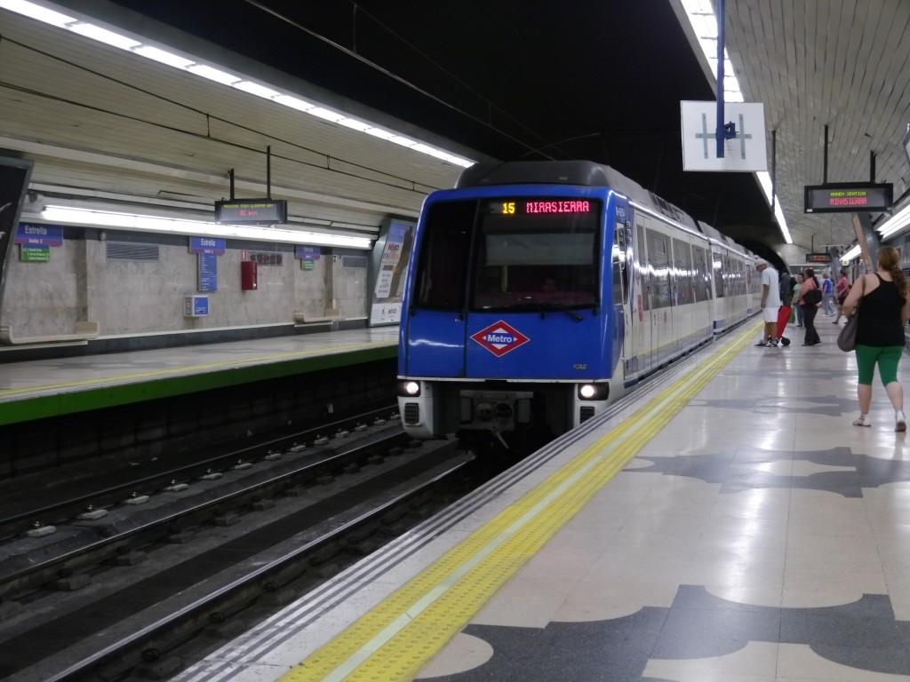 Un tren de la serie 6000 del metro de Madrid llegando a Estrella. Foto: Braniff747SP.