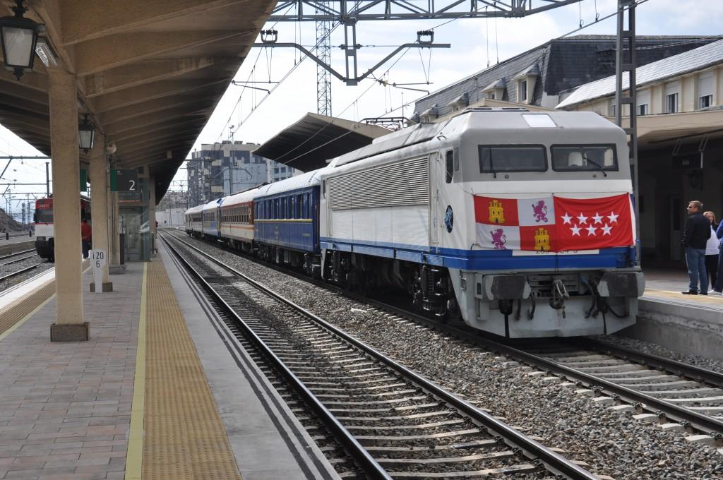 El Tren de los ochenta estacionado en la vía 1 de Ávila. Foto: Miguel Bustos.