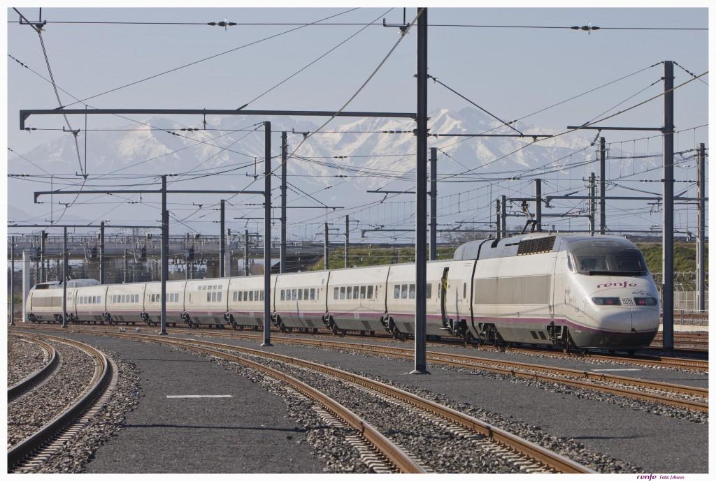 Tren 100-024 de Renfe haciendo pruebas en Le Soler, Francia. Foto: © Renfe.