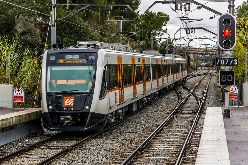 Uno de los nuevos trenes FGC serie 113 en Les Fonts.