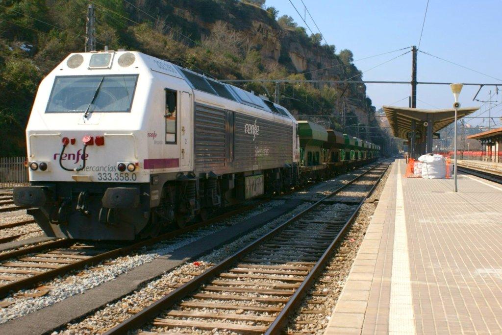 Locomotora 333-358 de Renfe Mercancías, similares a las dos descarriladas en Huelva. Foto: eldelinux