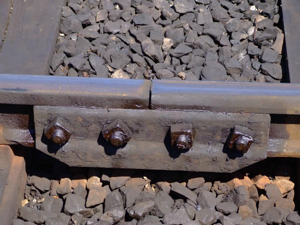 Las juntas de dilatación son las principales causantes del traqueteo de los trenes, como esta del ferrocarril británico de Bluebell. Foto: Les Chatfield.