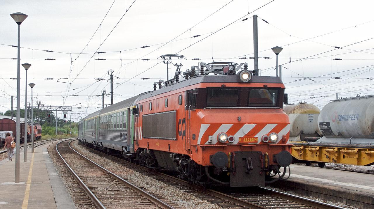 Los Intercidades de la línea del Norte (Lisboa-Oporto), como este fotografiado en Pampilhosa, tendrán conexión WiFi a lo largo de 2014. Foto: Nuno Morão