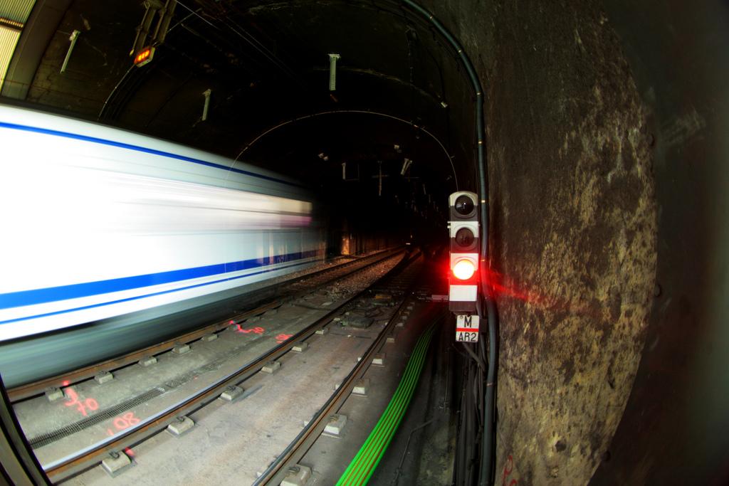 Luces y sombras del metro de Madrid. Foto: Santiago Medem.