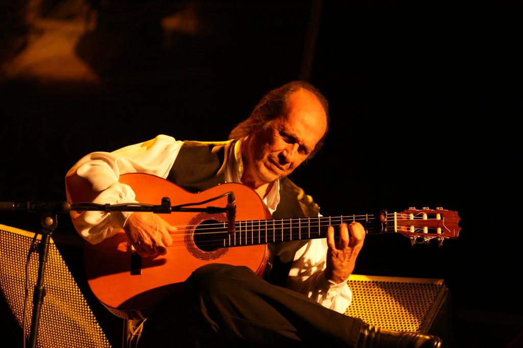 Paco de Lucía, que contará en 2015 con una estación en el metro de Madrid, en concierto en el Palacio Euskalduna. Foto: Dena Flows