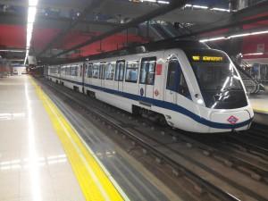 El nuevo tren 8000 de la línea 8 del metro de Madrid en Nuevos Ministerios. Foto: Miguel Bustos.