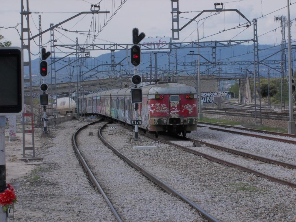 El Talgo III RD pasando por la estación de Pinar, Madrid. Foto: ELCARLOS123456