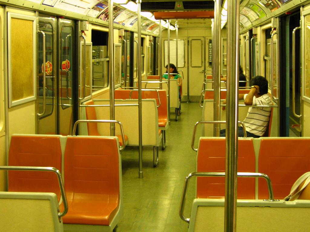 El clásico interior de estos trenes desaparecerá por completo con la reforma de la serie. Foto: RiveraNotario.