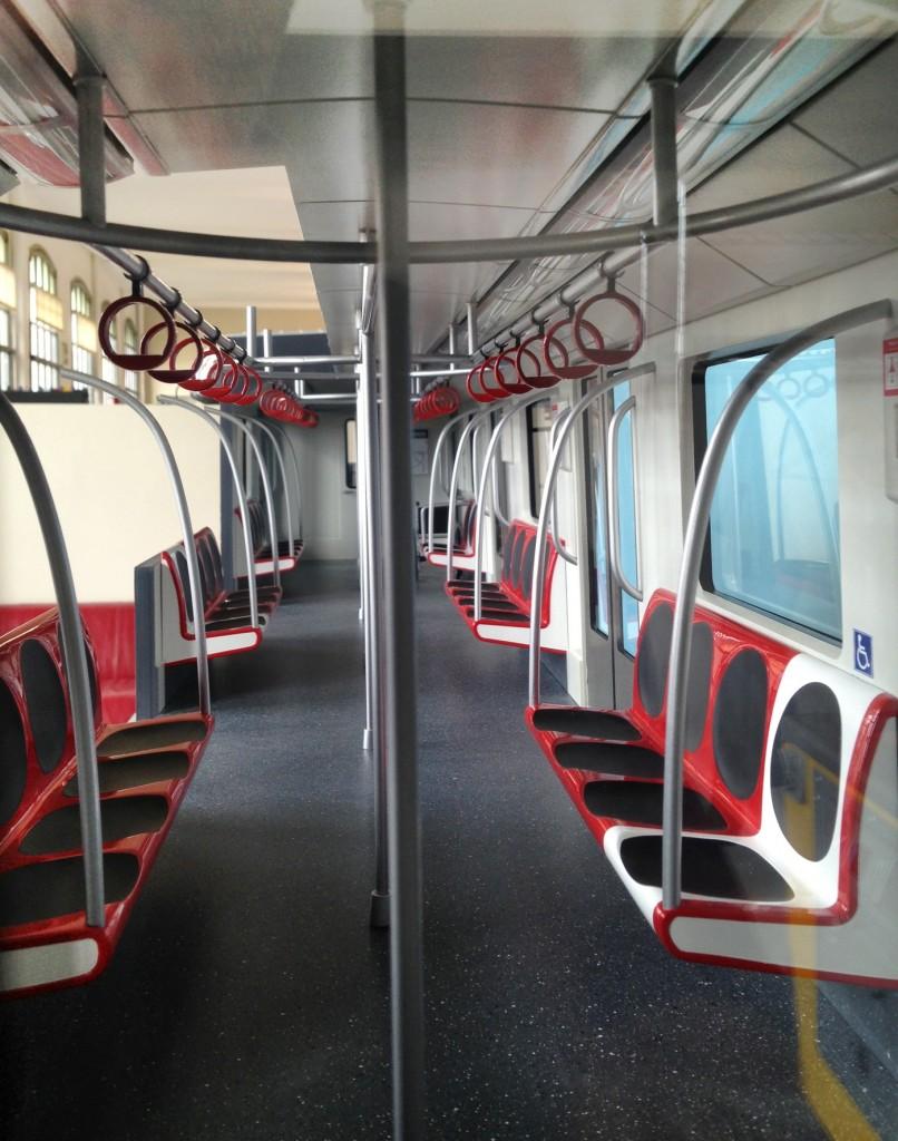 Diseño del interior de los modernizados NS-74. Imagen cortesía de Metro de Santiago.