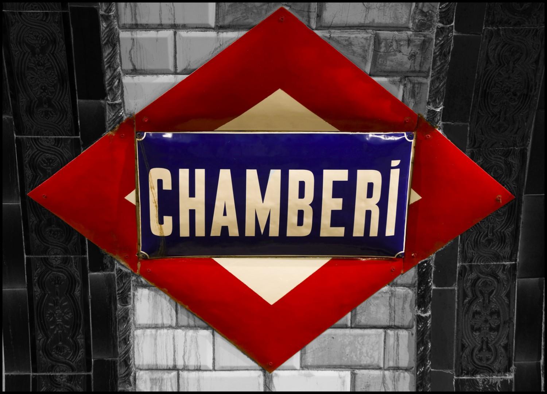 Cartel de la estación de Chamberí con el diseño original. Foto: Leticia Ayuso.