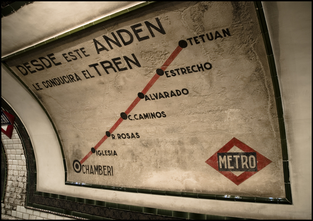 Cartelería indicando el recorrido de la línea 1 del metro de Madrid hacia el norte. Foto: Leticia Ayuso.