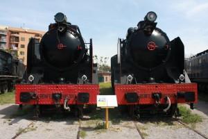 Locomotoras de vapor Mikado 141F-2101 y 141F-2348, dos trenes históricos estáticos en el Museo del Ferrocarril de Vilanova. Foto: Fernand0.