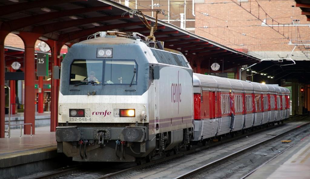 El Talgo III RD en la estación de Chamartín con la 252-048. Foto: André Marques.