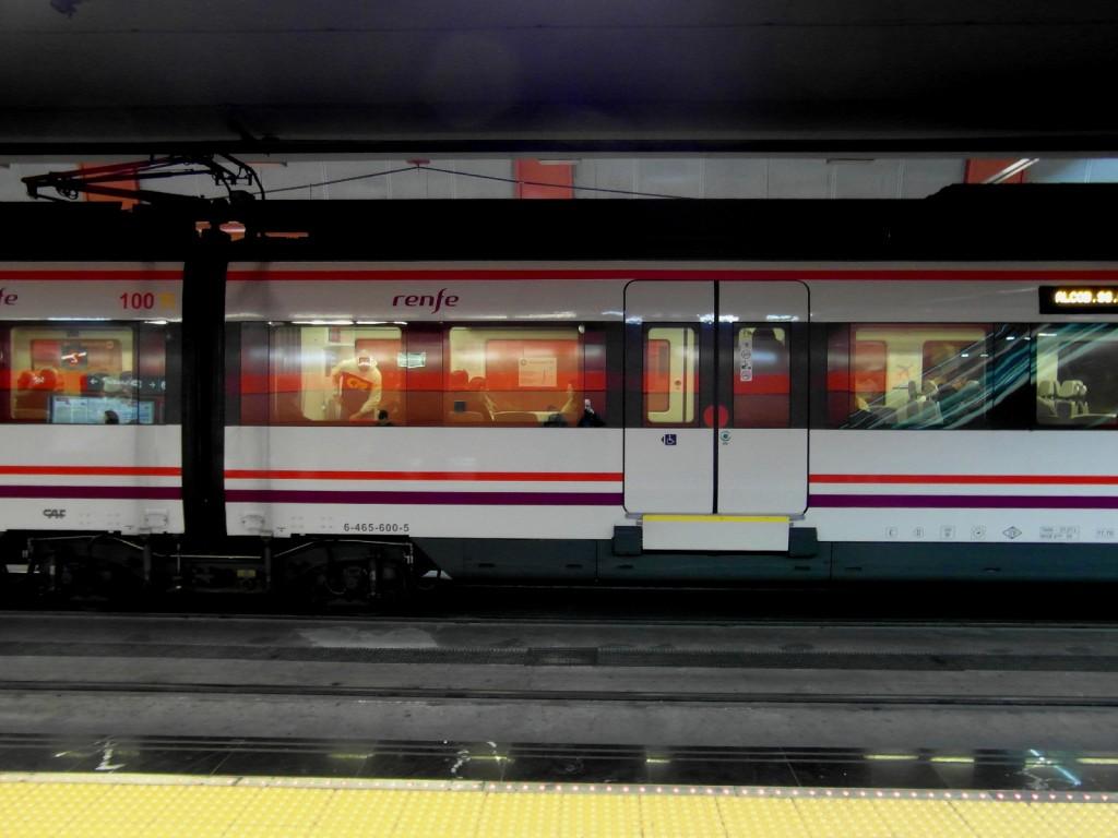 El túnel ferroviario Atocha-Sol-Chamartín usa catenaria rígida. Foto: IngolfBLN.