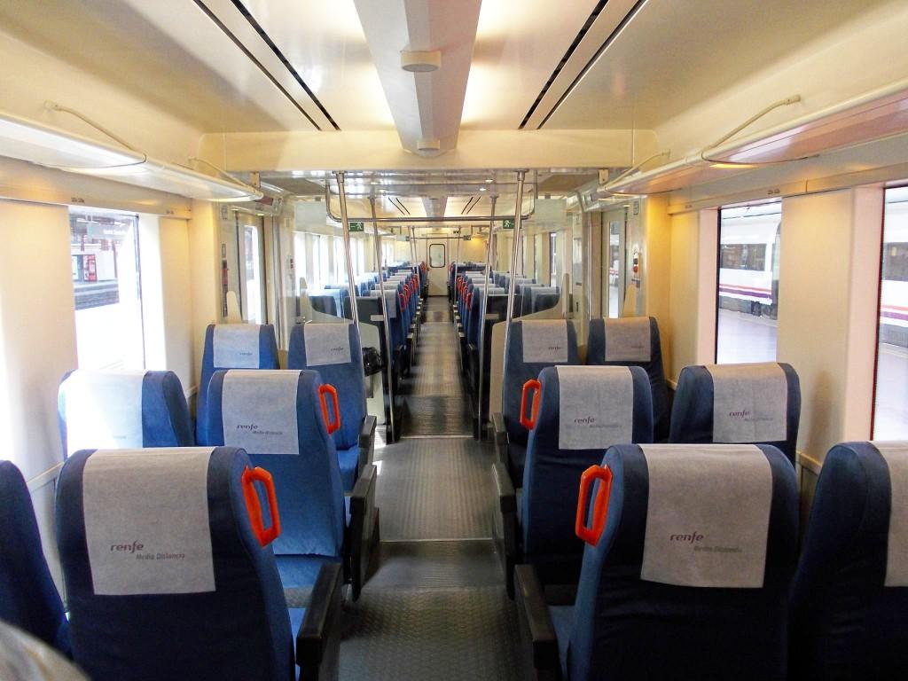 Interior del tren con asientos regionales. Foto: ELCARLOS123456.