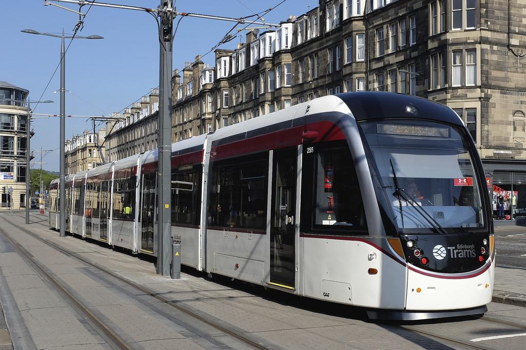 El tranvía de Edimburgo se estrena con flota CAF.
