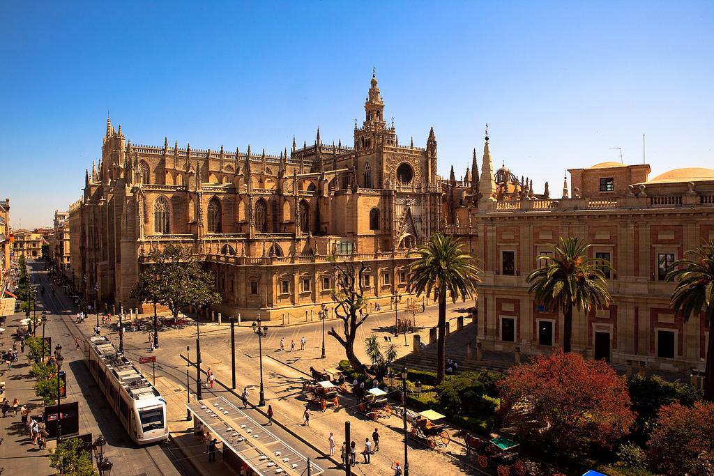 Metrocentro de Sevilla aumenta su tramo sin catenarias.