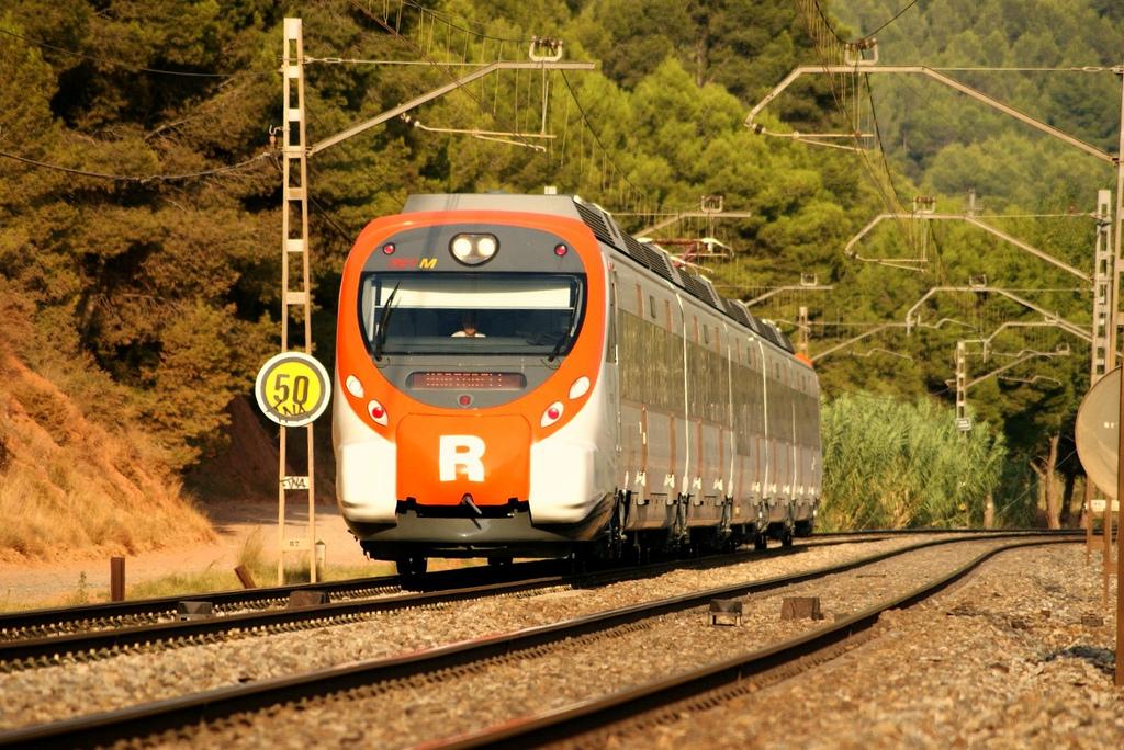Cercanías Tarragona y Gerona se preparan para el aumento de la demanda típico del verano.
