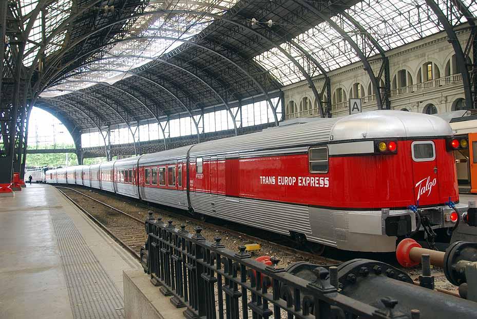 El Tarraco Talgo estacionado en Barcelona-Estación de Francia. Foto: Museo del ferrocarril de Vilanova.