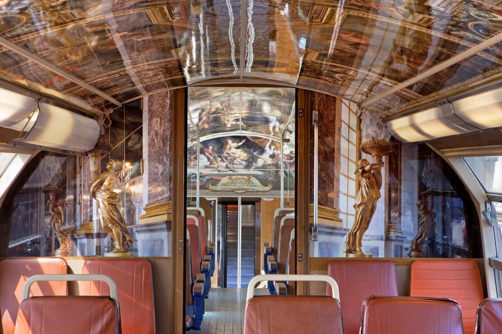 El Palacio de Versalles circula en la RER C