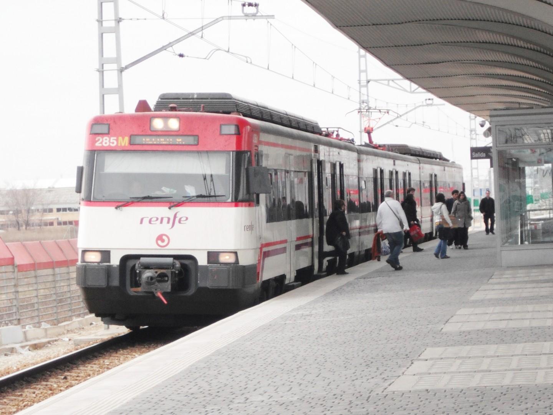 Tren de Cercanías de la serie 447 en la estación de La Garena. Foto: M.Peinado.