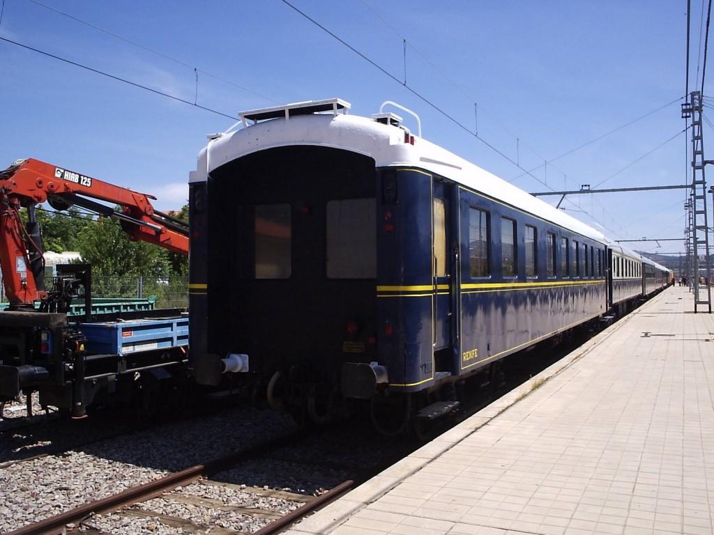 El Tren Azul, que realizará el servicio histórico-turístico Edades del Hombre por el Directo de Burgos, en Calatayud en junio de 2009. Foto: juan50300.