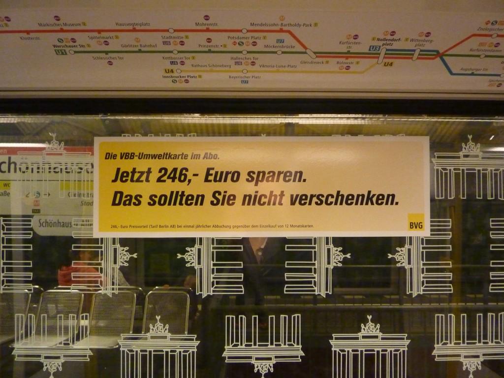 """""""Ahorra 246 euros. No los regales"""" indica un cartel en todos los coches del metro de Berlín sobre la posibilidad de viajar sin billete."""