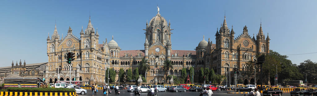 Vista de la espectacular fachada de la estación Chhatrapati Shivaji en Bombay.