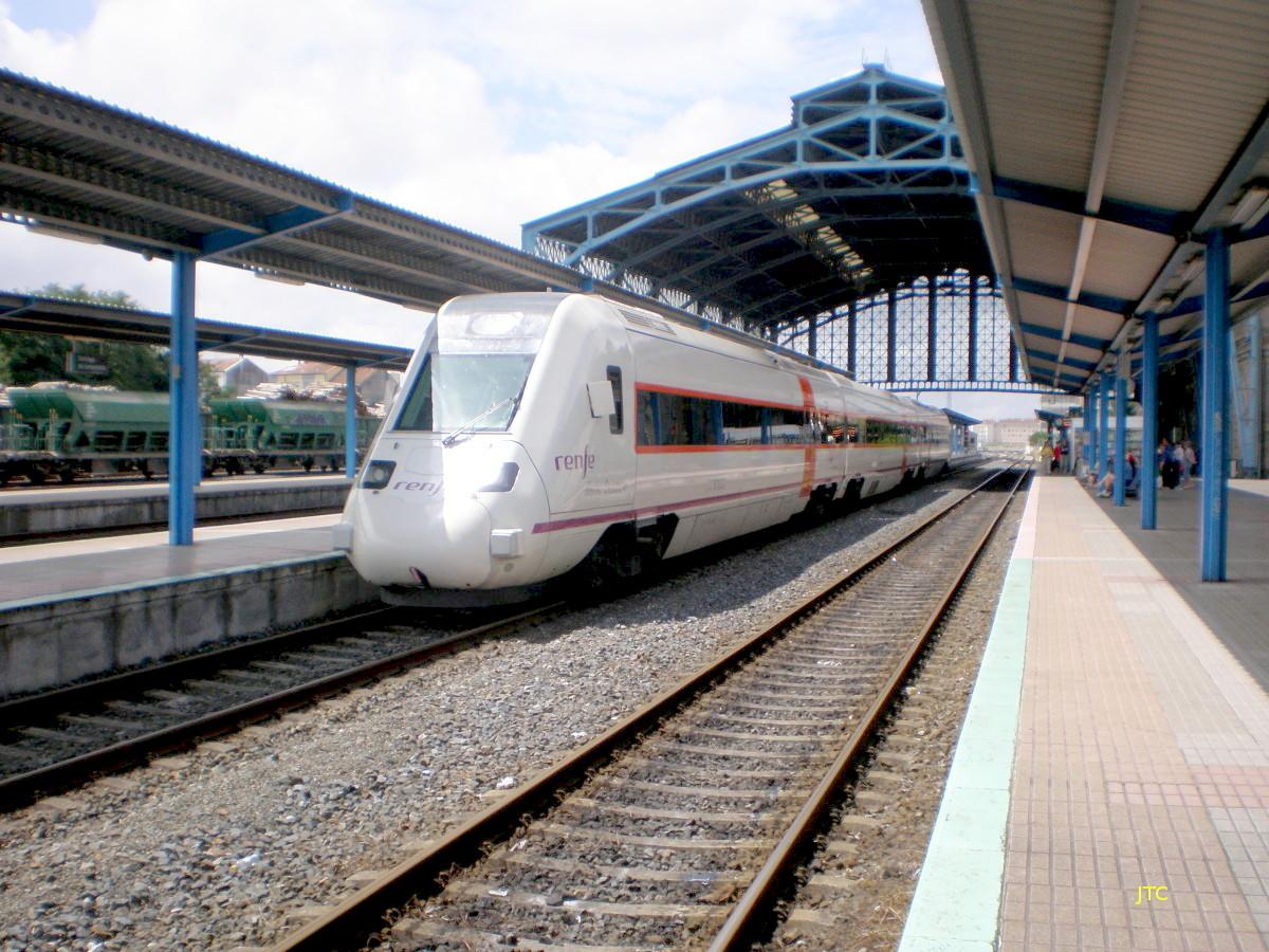 La estación de Santiago de Compostela podría ser la primera estación de Galicia con trenes de Cercanías.