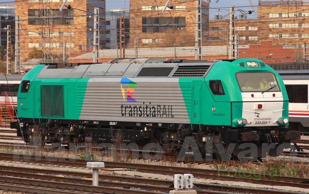 Locomotora 335-014 de Alpha Trains haciendo su primera salida a vía en las manos de Transitia Raíl. Foto tomada por © Mariano Álvaro en Fuencarral.