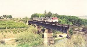 El reto del ciclista Fulgencio Sánchez al tren Alcoy-Játiva es sólo otro de los intentos de salvar esta línea ferroviaria