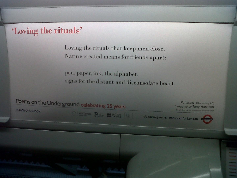 La poesía inunda los trenes del metro de Londres.