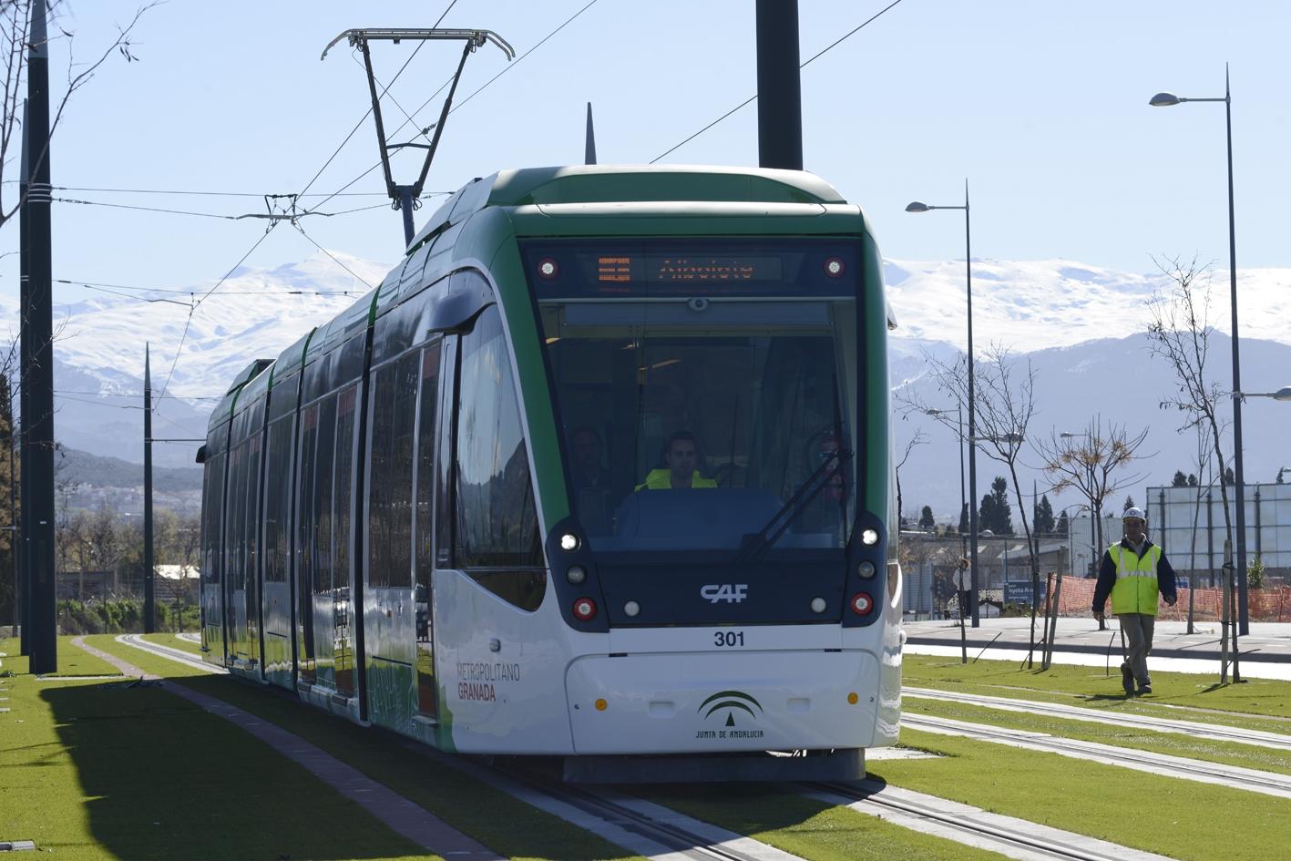 Uno de los trenes en pruebas de metro de Granada.