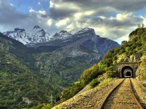 La línea de Canfranc lleva años arrastrando problemas de mantenimiento. Foto: Ángel.