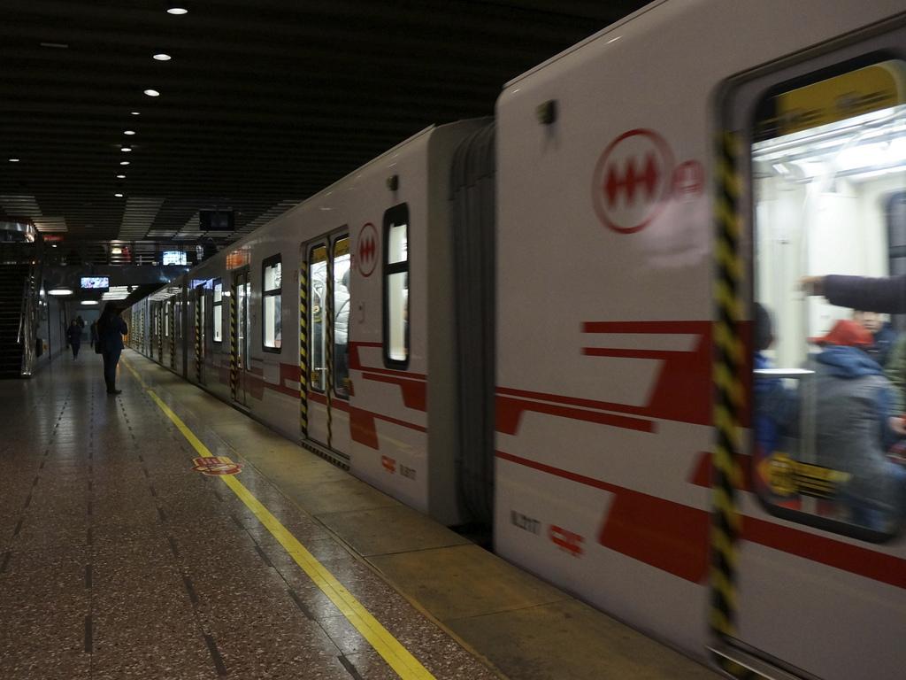 El metro de Santiago vuelve a estar en boca de todos por sufrir explosiones. Foto: Alobos Life.