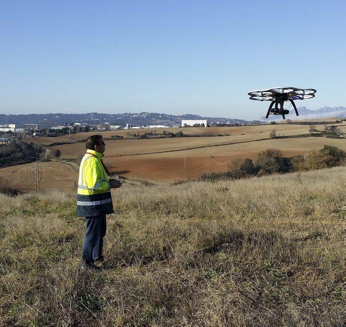 Imagen de uno de los drones que en el día de ayer se empleó para realizar tareas de mantenimiento en las líneas de media tensión de FGC.