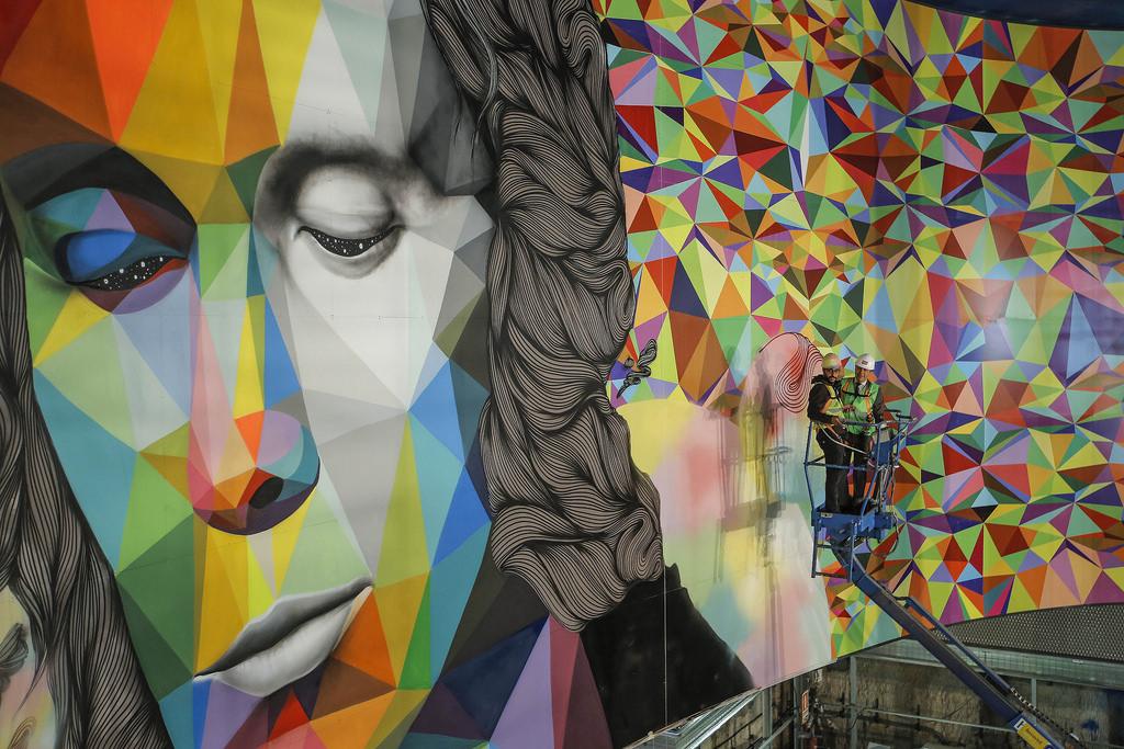 El mural de arte urbano dedicado al maestro es el principal elemento decorativo de la nueva estación de Paco de Lucía. Foto: Comunidad de Madrid.
