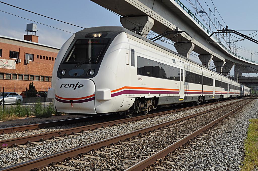 Según el estudio del Observatorio del Ferrocarril, la línea Coruña - Santiago fue la que más creció de 2008 a 2013. Foto: JT Cruises 2012.